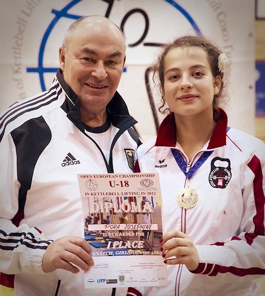 Josephine Pora und Johann Martin siegreich bei der IUKL Kettlebell Jugendmeisterschaft am 14. November 2012 in Talsi, Lettland.